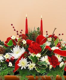 A beautiful holiday centerpiece that looks great from every seat at the table